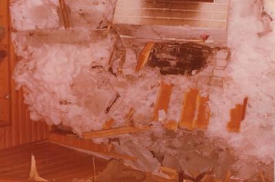 Jäät mökin sisällä joulukuussa 1975